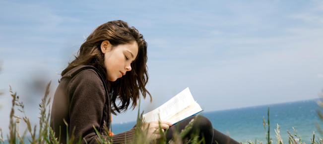 Girl-Reading-Poetry-Image-iStock